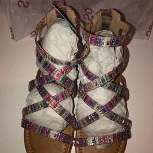NWT SO strapped sandal